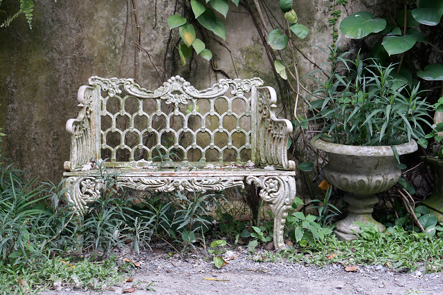 vintage_outdoor_furniture_bench_diva_by_design